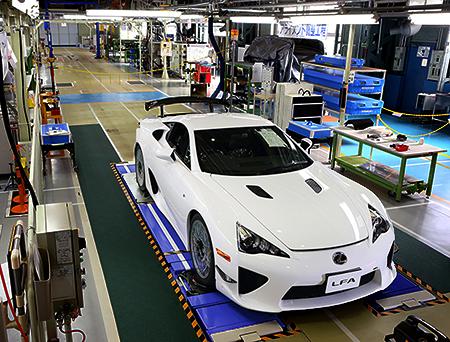 Lexus LFA on production line