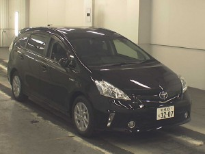 Toyota Prius Alpha G (5-seater) 2011 in Japan car auction - front