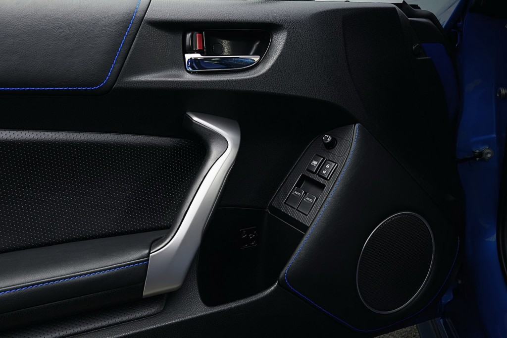 2015 Subaru BRZ Series.Blue interior 2