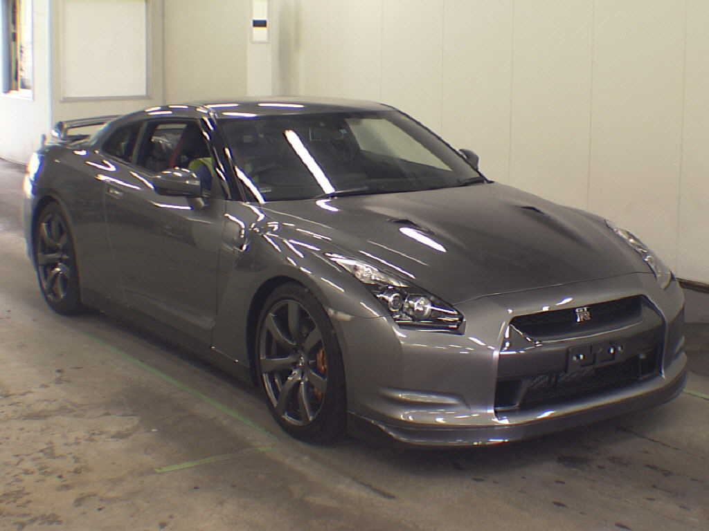 2009 Nissan GT-R Black Edition front