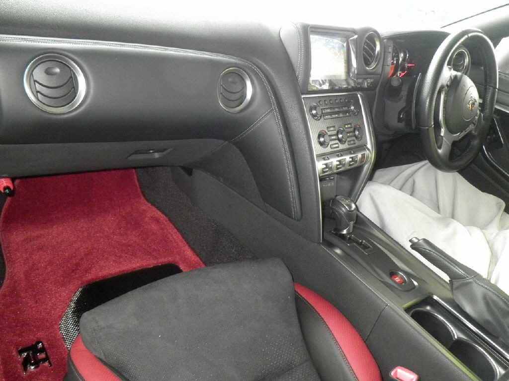 2009 Nissan GT-R Black Edition interior