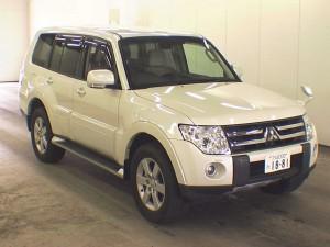 2007 Mitsubishi Pajero front