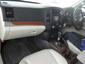 2007 Mitsubishi Pajero interior