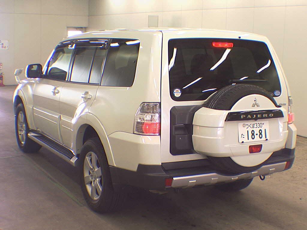 2007 Mitsubishi Pajero rear