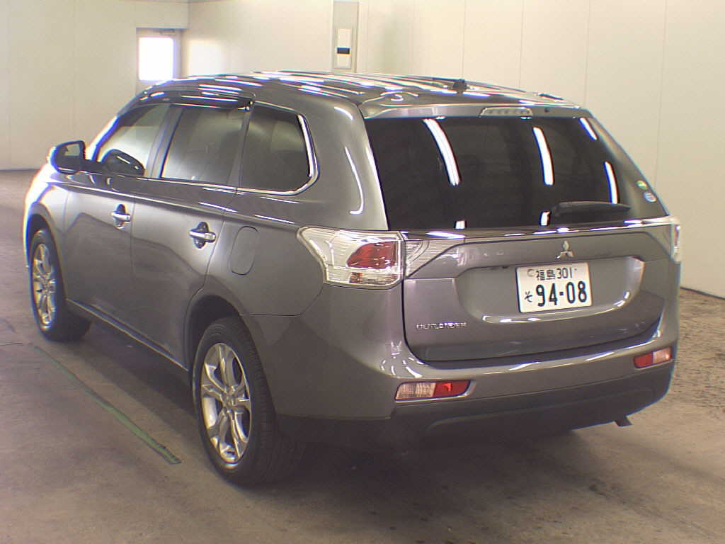 2013 Mitsubishi Outlander rear