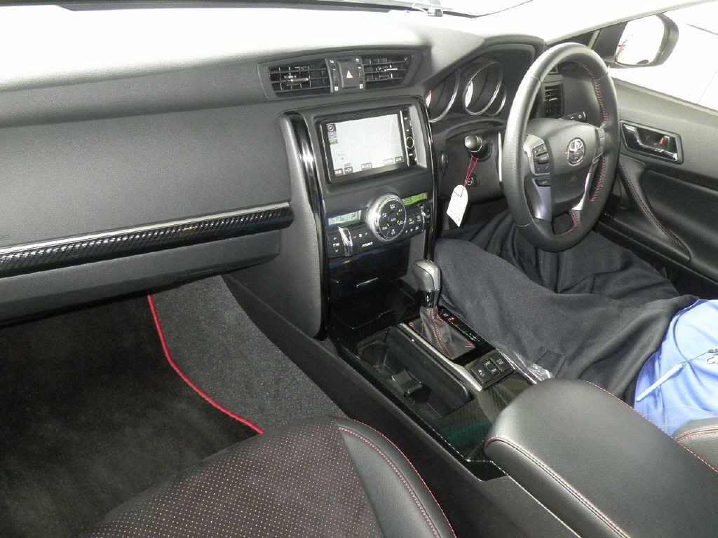 2013 Toyota Mark X 350S GS interior