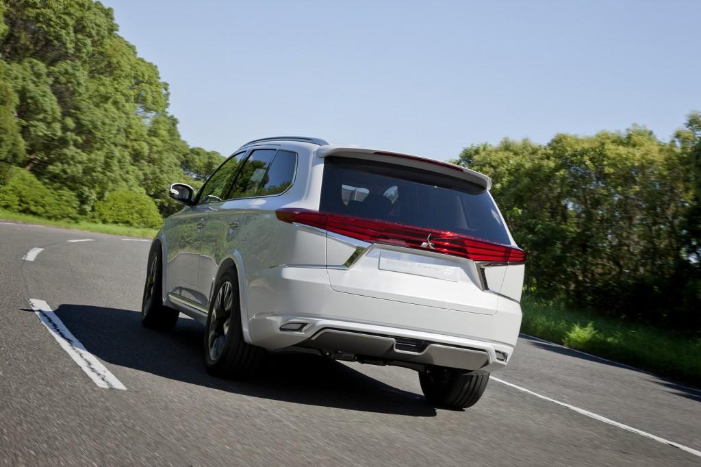 2015 Mitsubishi Outlander PHEV Concept S rear view