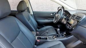 2015 Nissan Pulsar interior