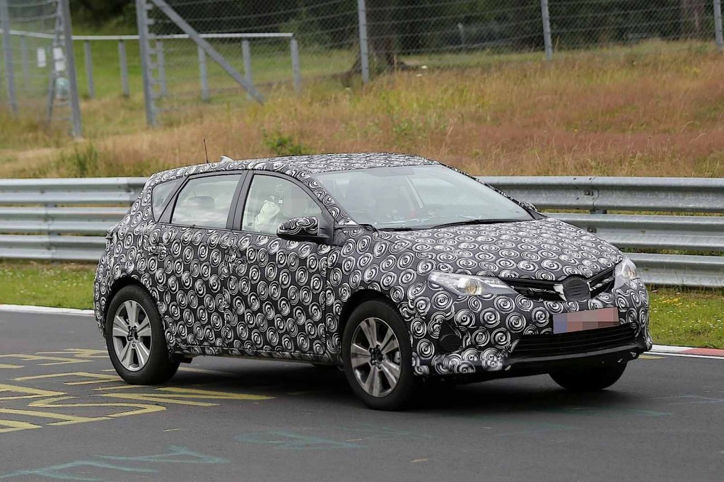 Toyota Auris Cross Spy Photos