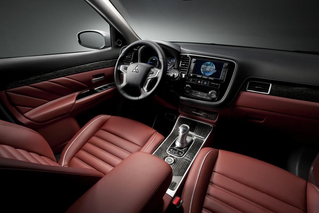 Outlander PHEV Concept S black and burgundy interior
