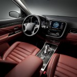 Outlander PHEV Concept S black and burgundy interior