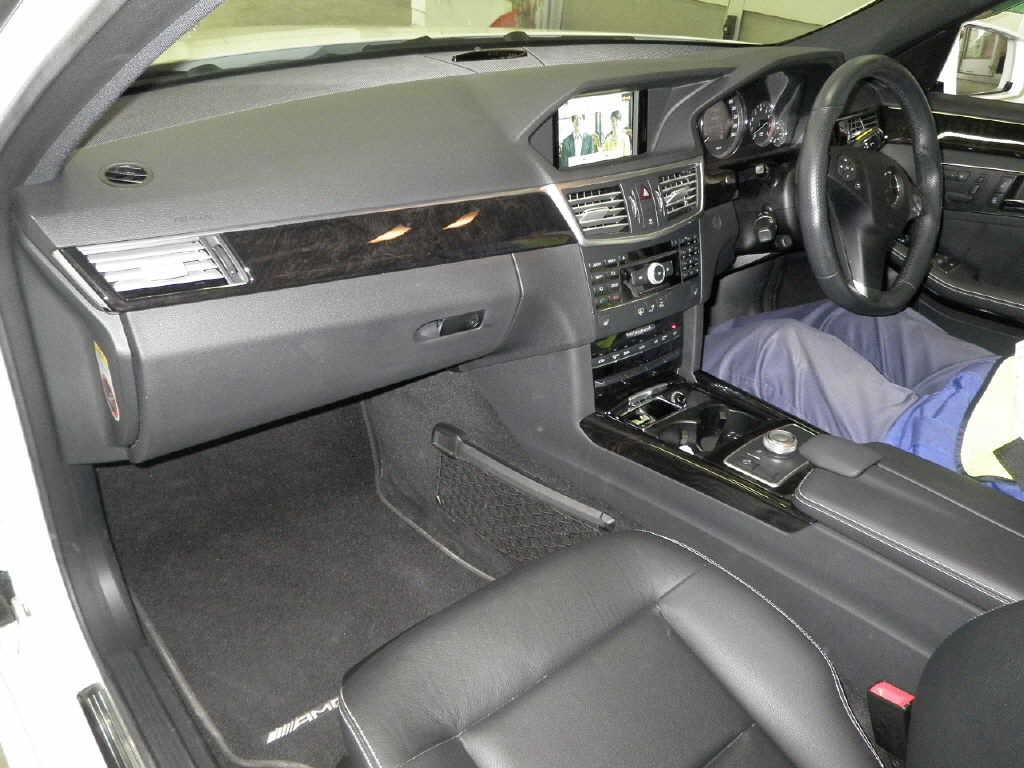 Japanese car auction find 2009 mercedes benz e class for Mercedes benz e350 interior