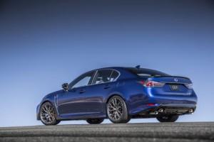 2016_Lexus_GS side-rear view