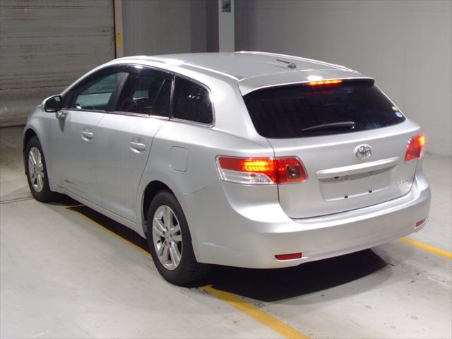 2012 Toyota Avensis rear view