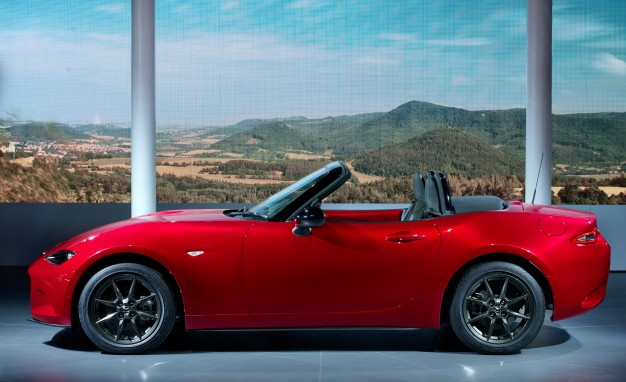 2016 Mazda MX-5 side view