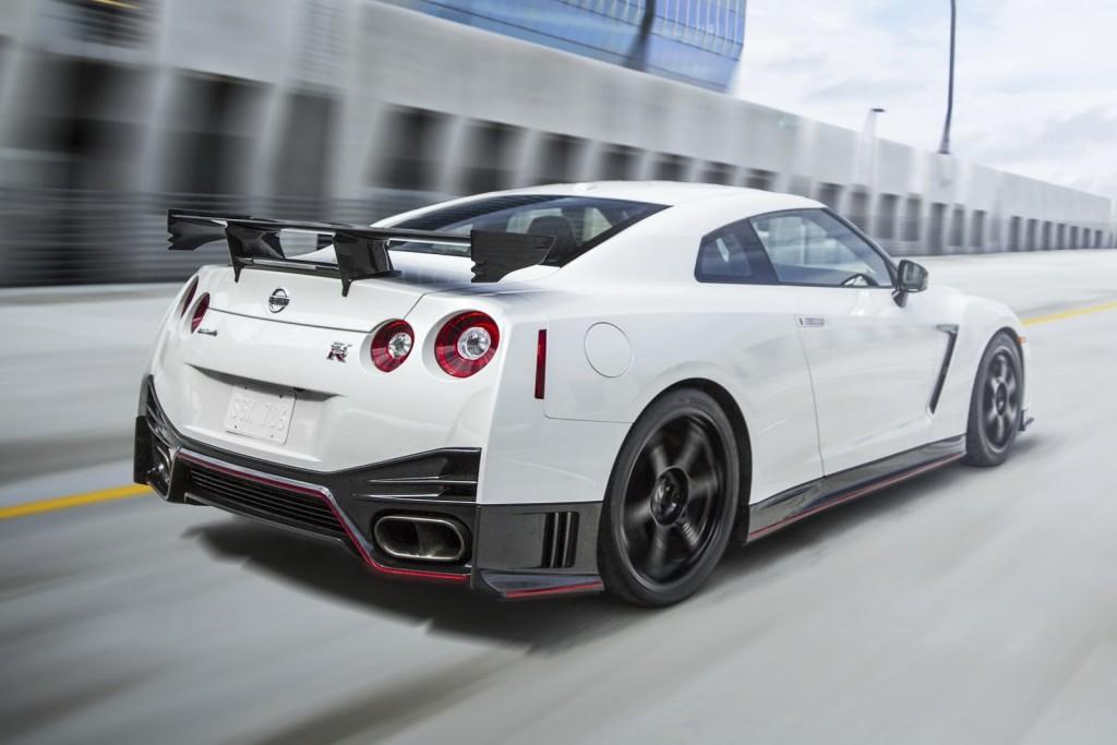 2016 Nissan GT-R sports car