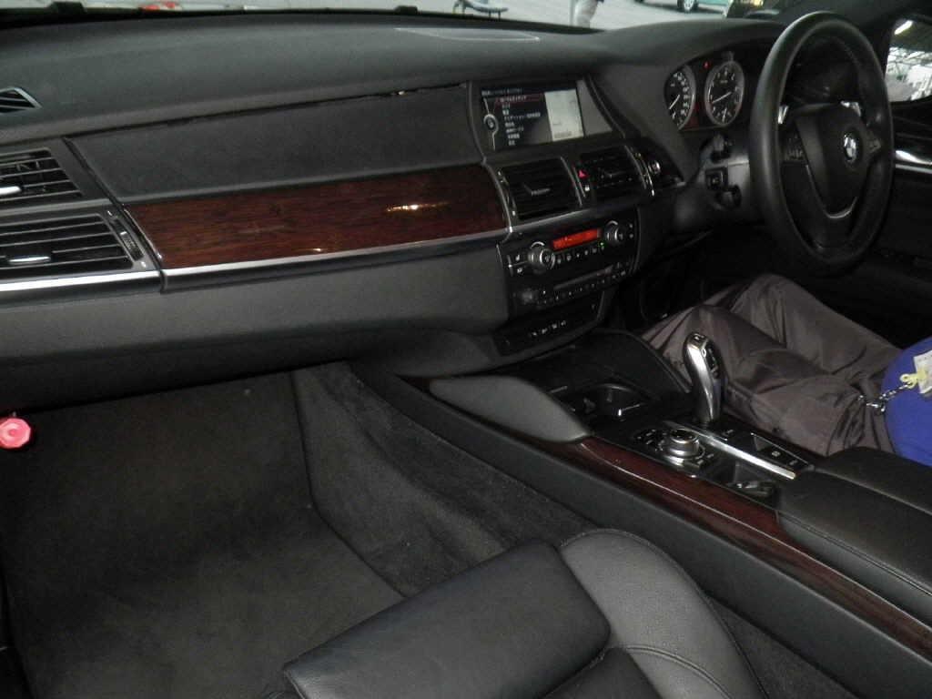 2010 BMW X6 interior