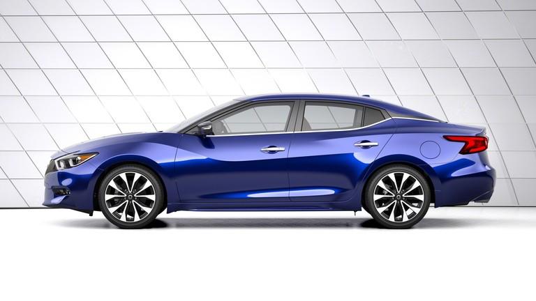 2016 Nissan Maxima profile