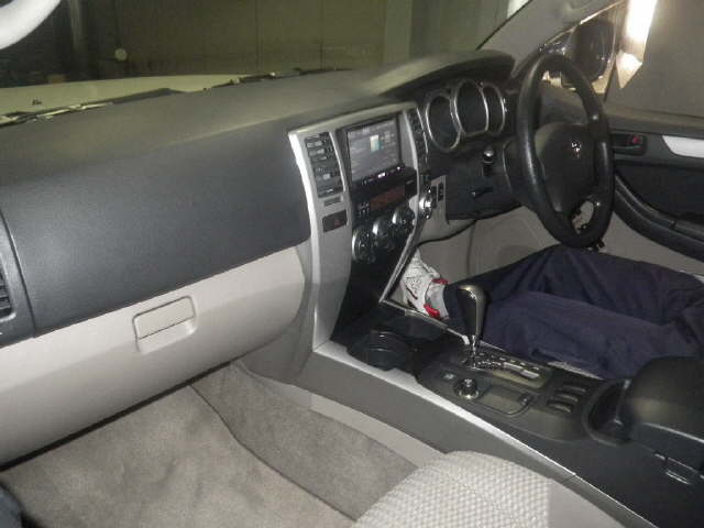 2006 Toyota Hilux Surf interior