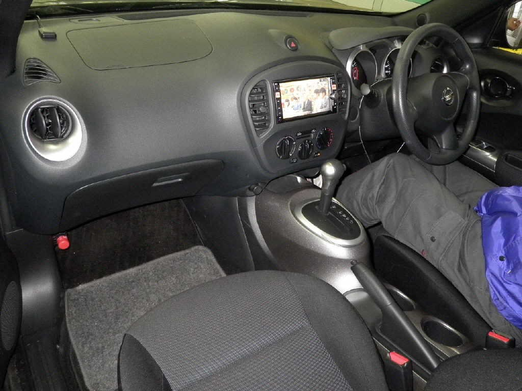2012 Nissan Juke interior