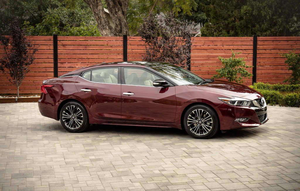 2016 Nissan Maxima side