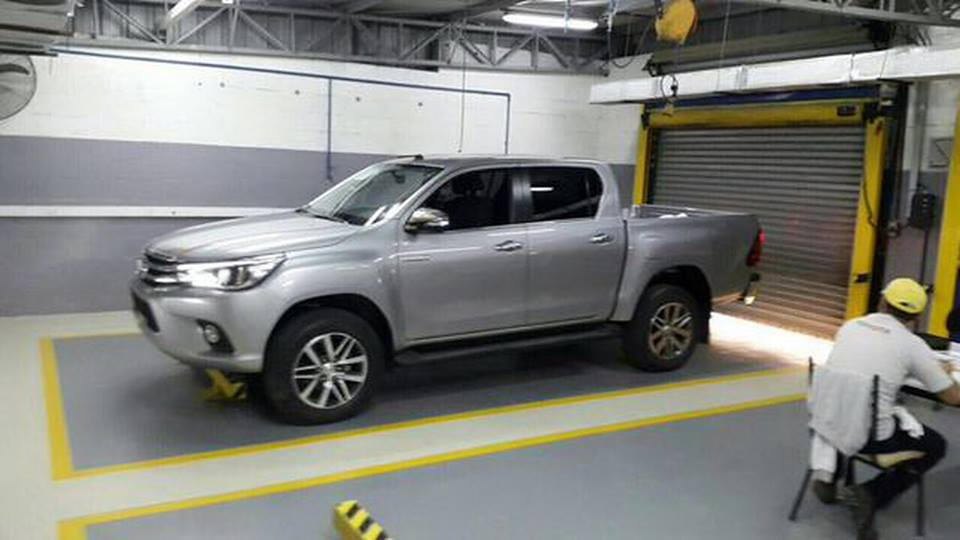 Toyota Hilux spy shot profile