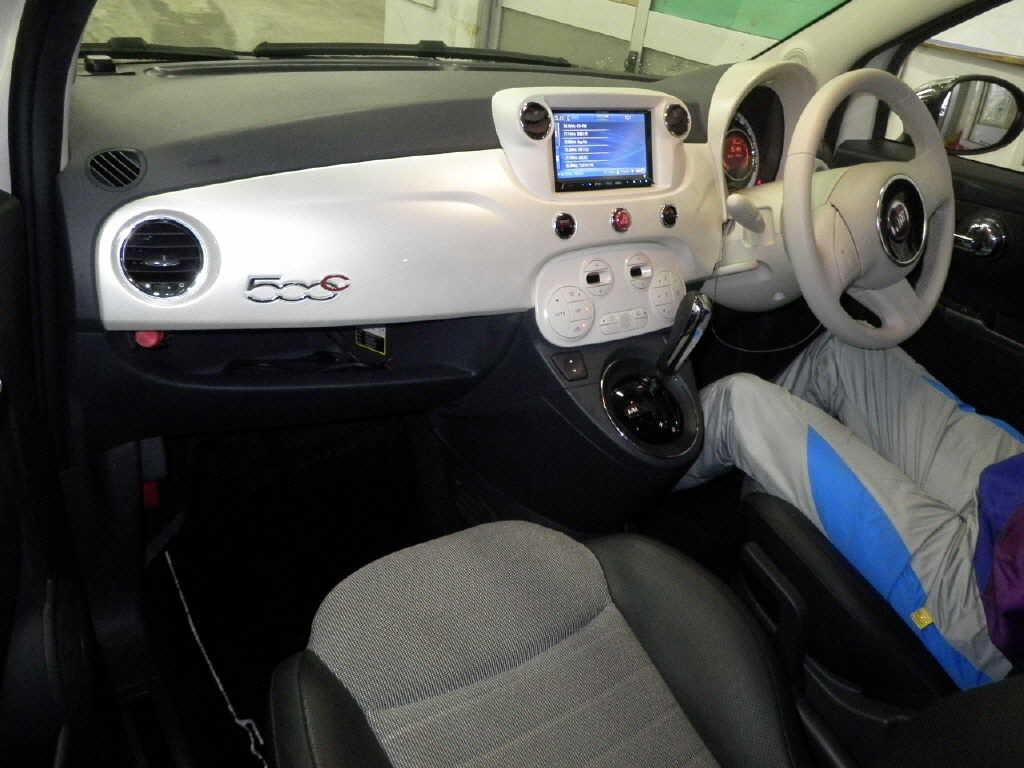 2010 Fiat 500 interior