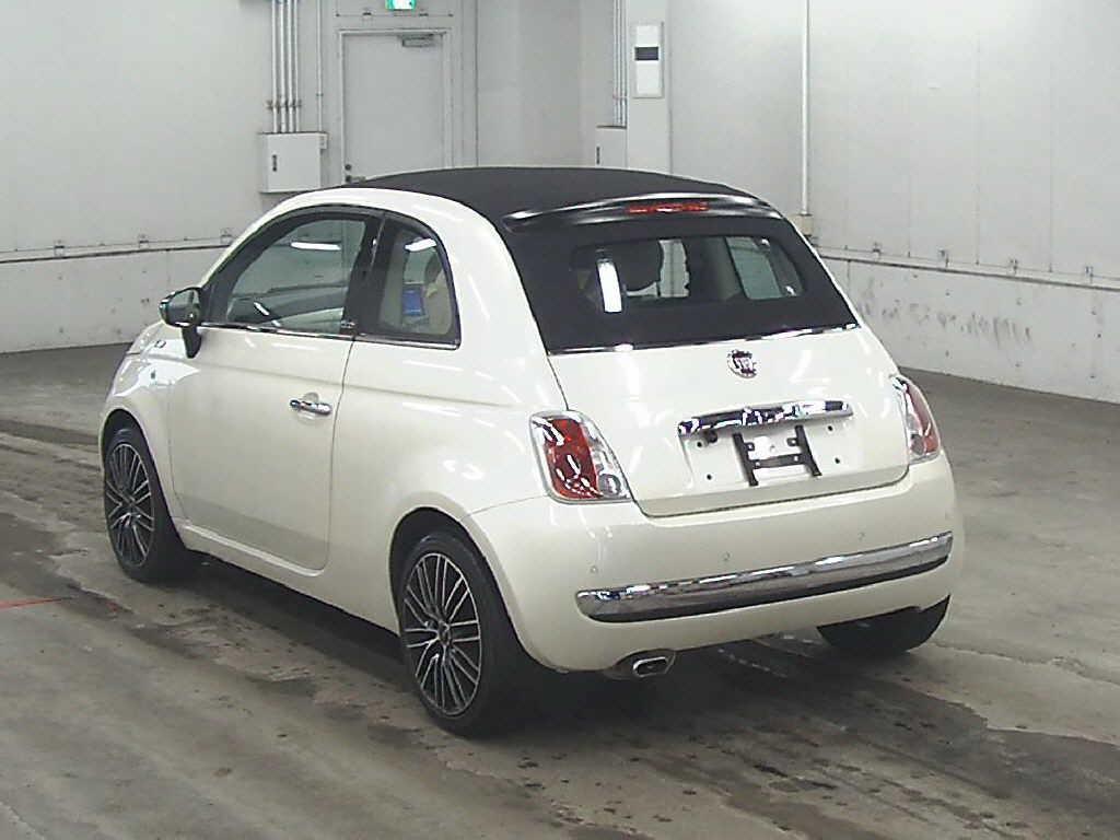 2010 Fiat 500 rear