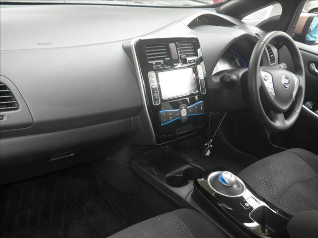 2014 Nissan LEAF interior