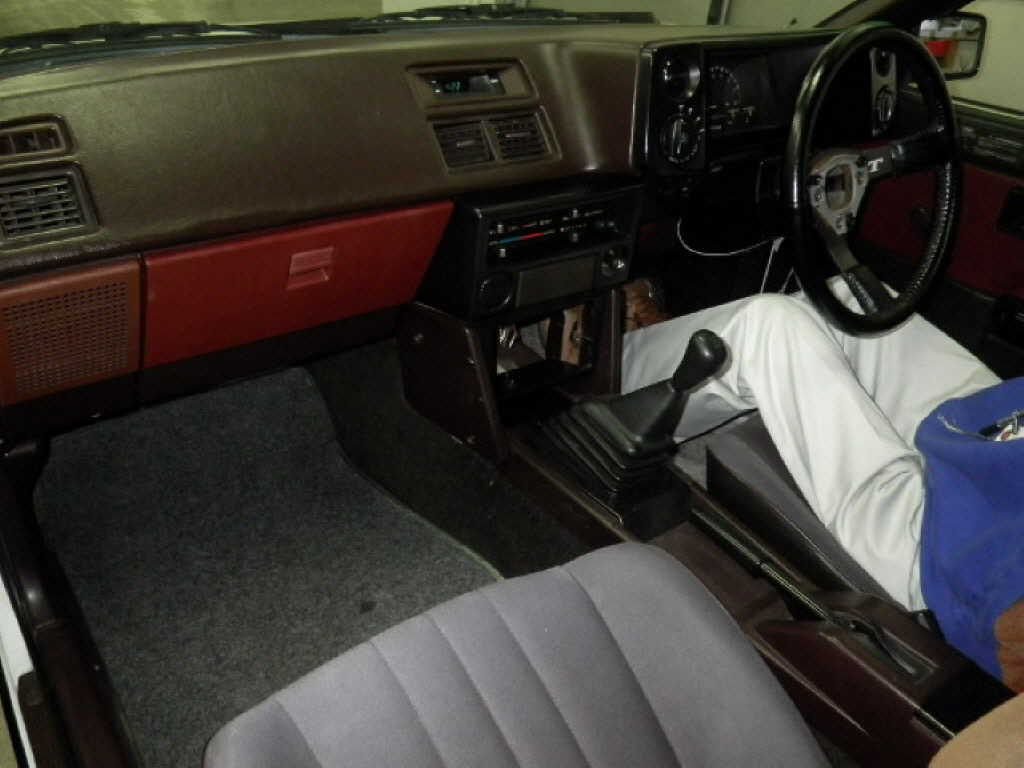 1984 Toyota Sprinter Trueno at auction in Japan -- interior
