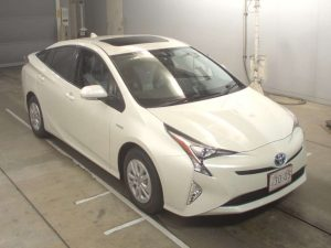 2016 Toyota Prius at Japanese car auction -- front
